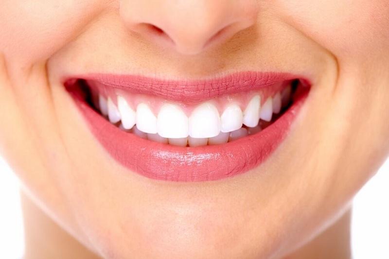 ZOOM отбеливание зубов за 7 500 руб.
