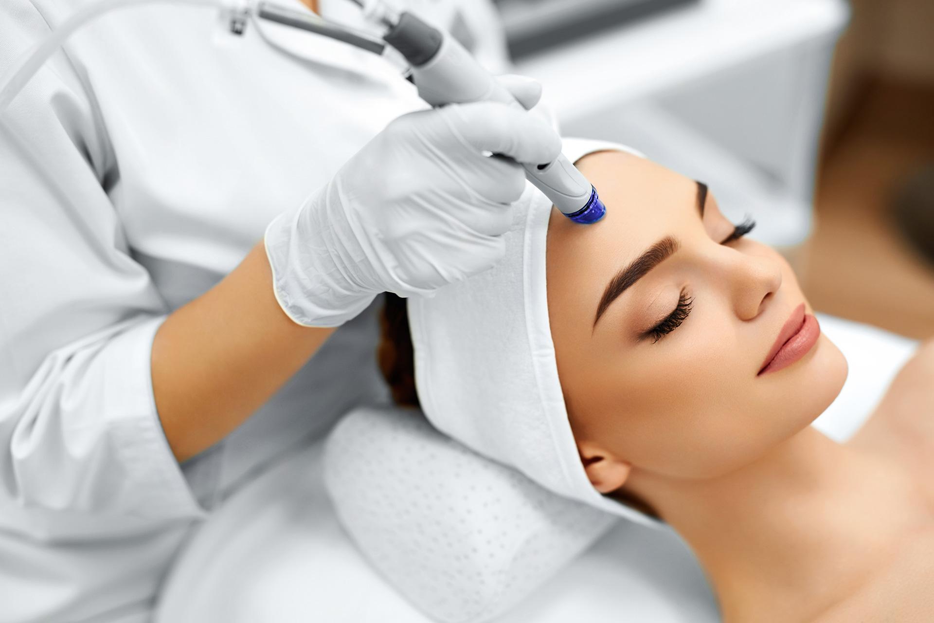 При обращении к косметологу в день прохождения процедуры - консультация бесплатная!